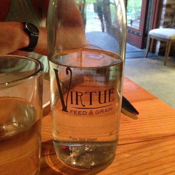Foto tirada no(a) Virtue Feed & Grain por Scott C. em 7/27/2013
