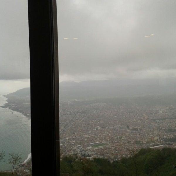 Das Foto wurde bei Tepe Restaurant von Sercan Y. am 4/17/2013 aufgenommen