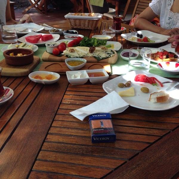 7/28/2014にReşatがLimoon Café & Restaurantで撮った写真