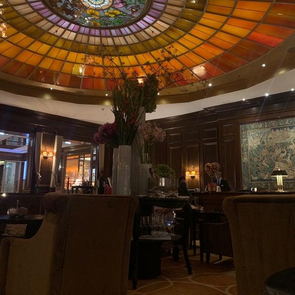 รูปภาพถ่ายที่ Hotel Vier Jahreszeiten Kempinski โดย abdulaziz a. เมื่อ 9/19/2019