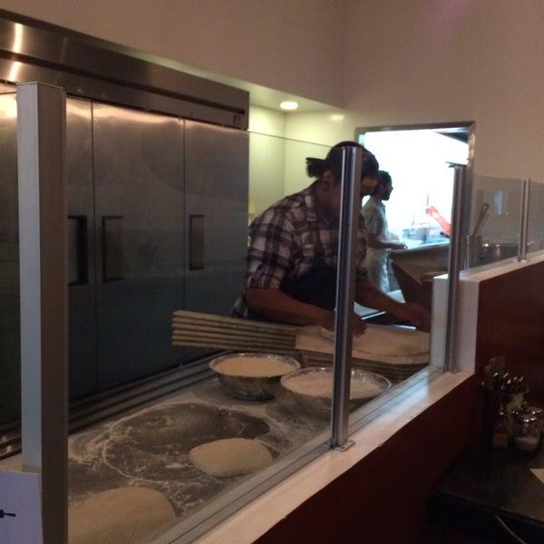 Foto scattata a Apollonia's Pizzeria da Crystal K. il 6/12/2014
