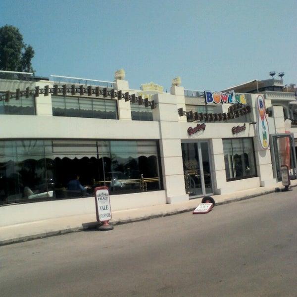 5/2/2013 tarihinde Harun A.ziyaretçi tarafından Palace Cafe Restaurant & Bowling'de çekilen fotoğraf