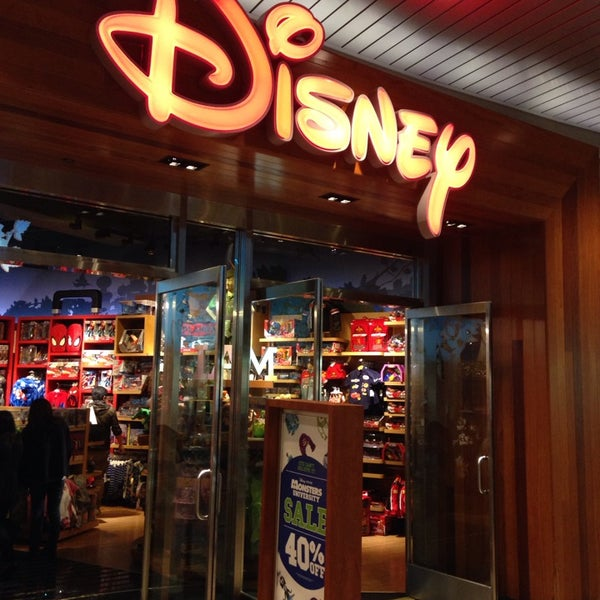 disney store toy game store in downtown santa monica. Black Bedroom Furniture Sets. Home Design Ideas