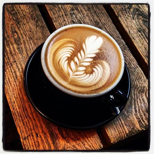 Photo prise au Kaffeine par Mick Y. le11/6/2013