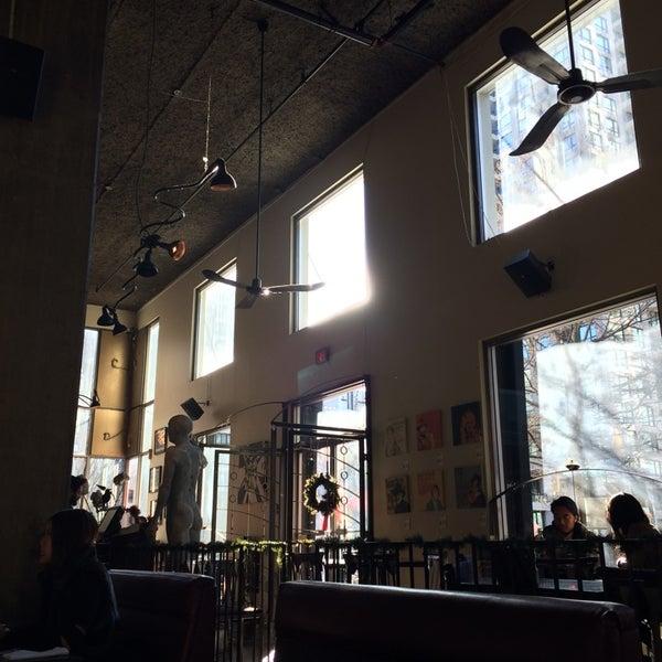 Foto diambil di Subeez Cafe Restaurant Bar oleh Julia G. pada 11/29/2014