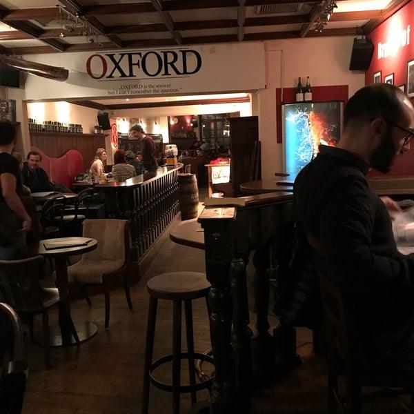 Oxford Café Restaurant In Innenstadt Ost
