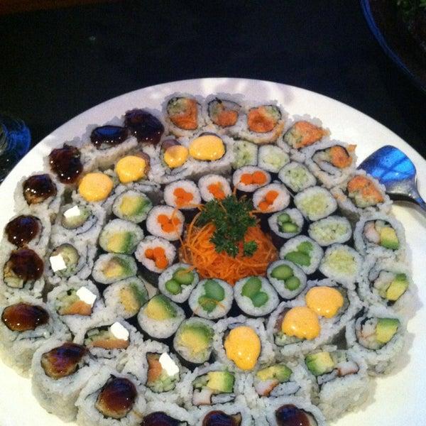 Foto scattata a Koi Fine Asian Cuisine & Lounge da ash. a. il 3/28/2013