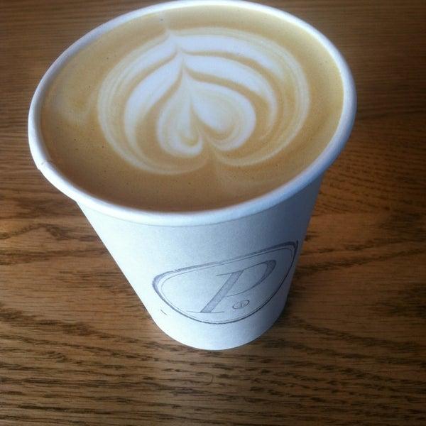 Foto tomada en Ports Coffee & Tea Co. por Erica J. el 5/10/2013