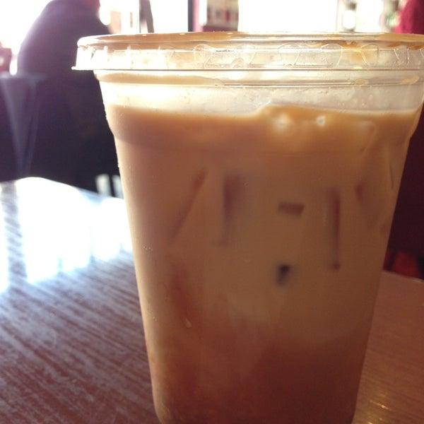 Foto tomada en Mars Cafe por Holly W. el 2/13/2013