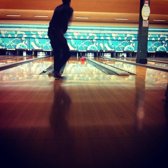 รูปภาพถ่ายที่ Park Tavern Bowling & Entertainment โดย Baomy W. เมื่อ 12/28/2012