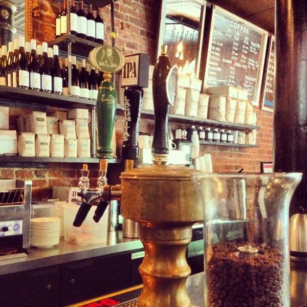 Das Foto wurde bei Lenox Coffee von Jason B. am 6/3/2013 aufgenommen