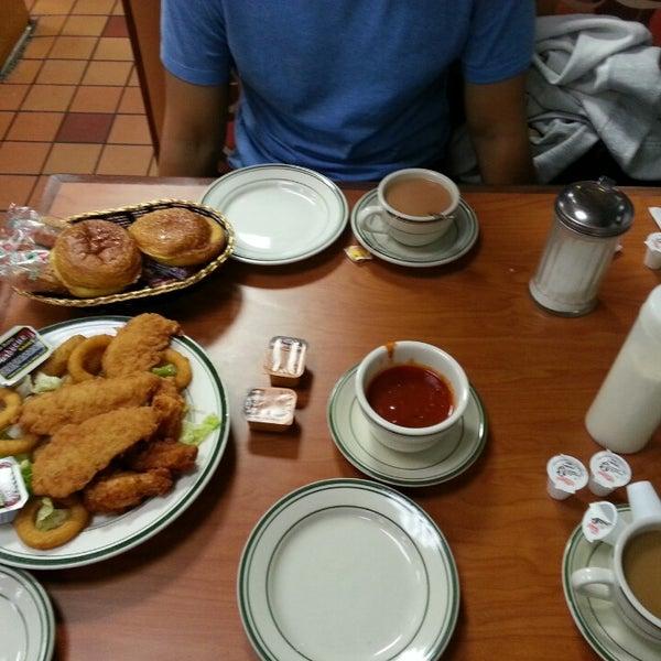 Das Foto wurde bei Squire's Diner von Cindy C. am 1/14/2014 aufgenommen