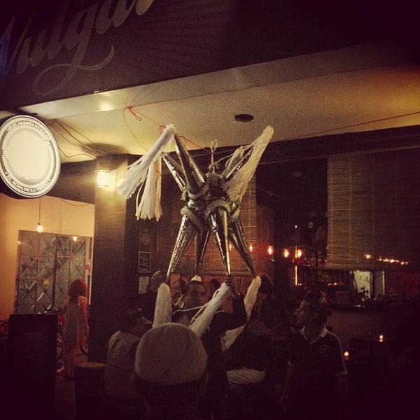 รูปภาพถ่ายที่ Mezcaleria Vulgar โดย Rodrigo L. เมื่อ 12/16/2012