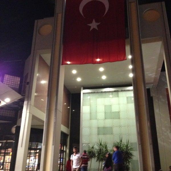 Снимок сделан в Antalya Migros AVM пользователем Caner A. 10/29/2013