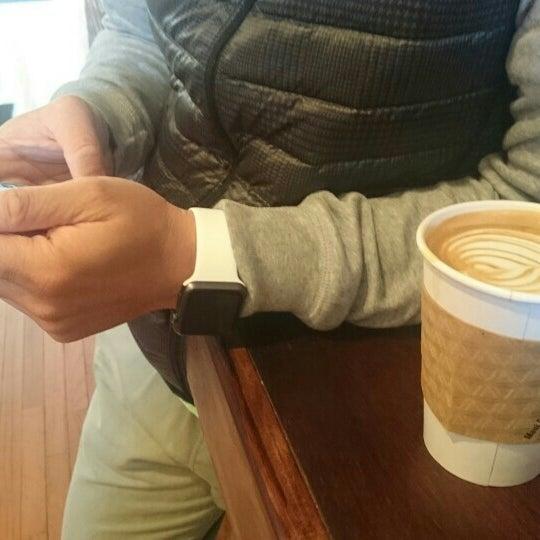 Foto tirada no(a) BKG Coffee Roasters por Y C. em 10/4/2015