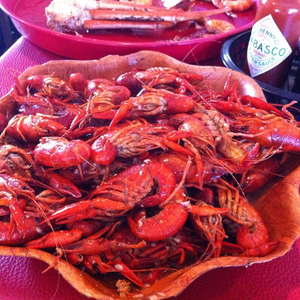 This place is awesome! Delicious and super spicy prawns, crawfish and king crab. Best cajun food in town!