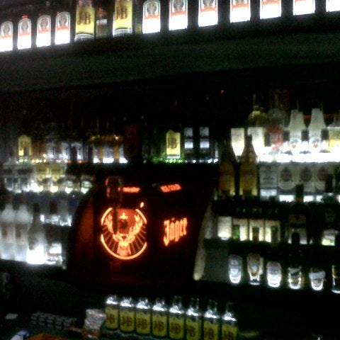 Foto scattata a Bull Bar da Servet D. il 4/22/2013