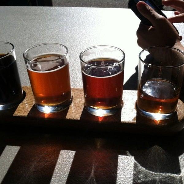 Foto tirada no(a) Frothy Beard Brewing Company por Sonny L. em 11/22/2014