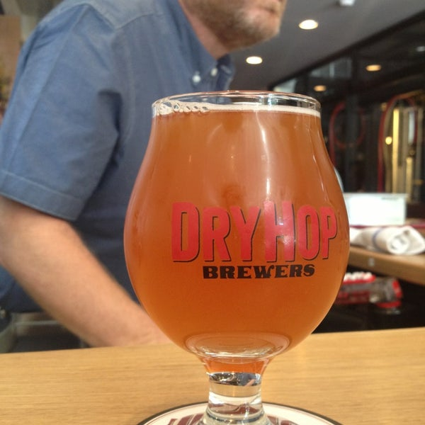 6/19/2013에 Kevin G.님이 DryHop Brewers에서 찍은 사진