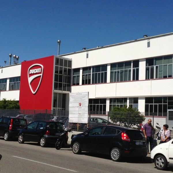 5/29/2013 tarihinde Cynthia S.ziyaretçi tarafından Ducati Motor Factory & Museum'de çekilen fotoğraf