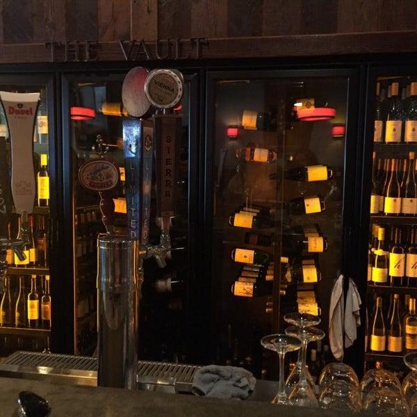 Foto tirada no(a) The Cellar por J em 10/4/2015