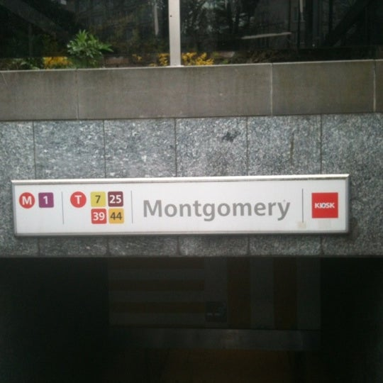 Photo prise au Montgomery par Clyde F. le4/23/2013