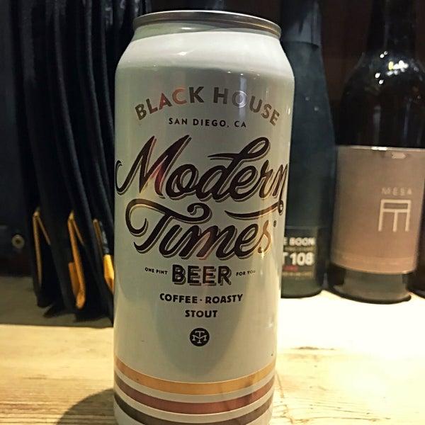 Das Foto wurde bei The Bottle Shop von Dave F. am 3/25/2018 aufgenommen