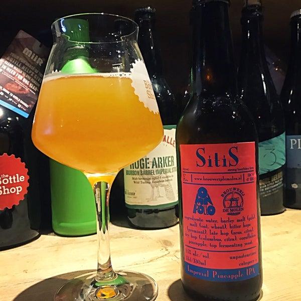 Foto tomada en The Bottle Shop por Dave F. el 4/14/2018