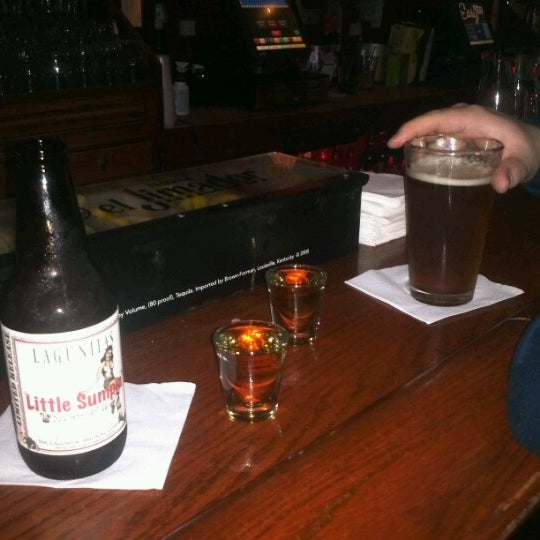 Foto diambil di Easy Bar oleh Erica M. pada 9/29/2012