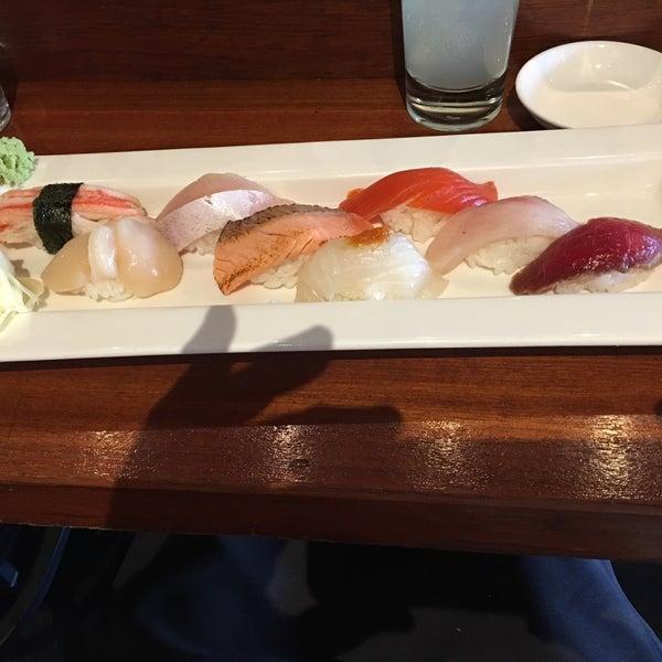 4/17/2016にHal W.がBilly Beach Sushi and Barで撮った写真