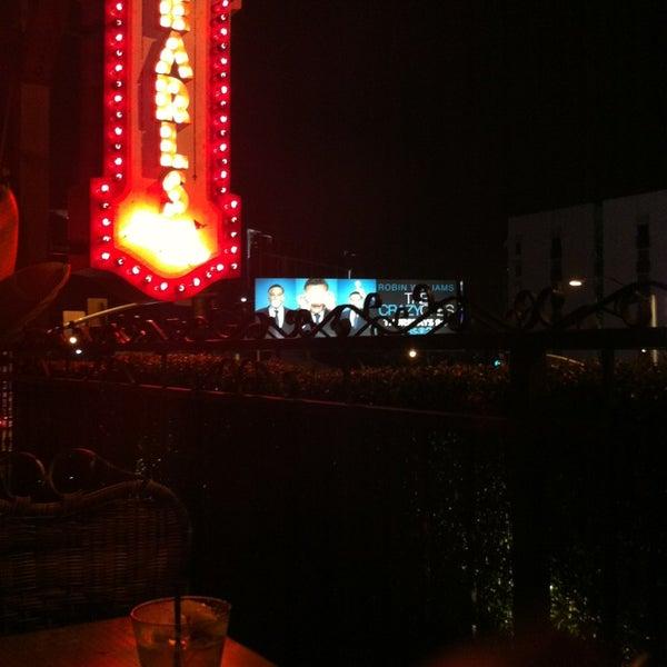 Foto diambil di Pearl's Liquor Bar oleh LuxeLife pada 8/27/2013