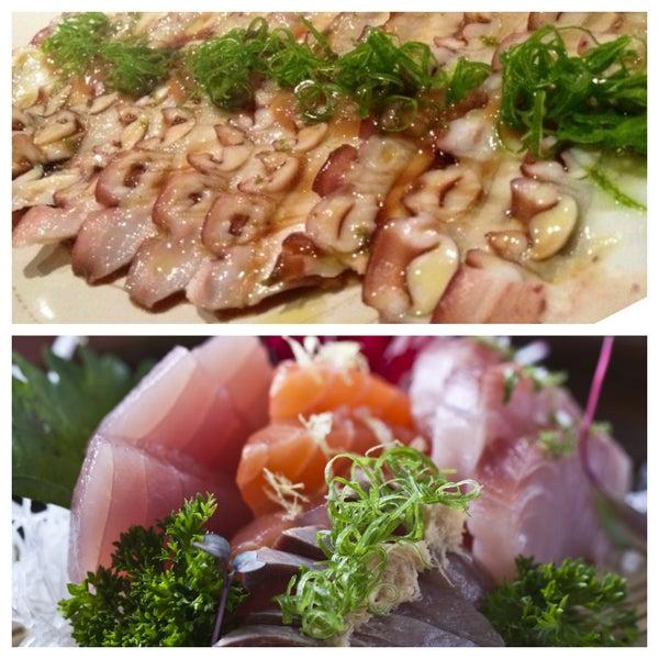 Peça alguns pratos do sushi bar, como o usuzukuri de tako, sashimi EAT (15 cortes variados), entre outros.