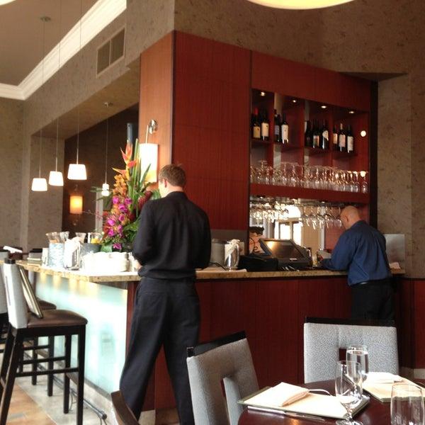 Foto tirada no(a) Nine-Ten Restaurant and Bar por Yuri R. em 7/7/2013