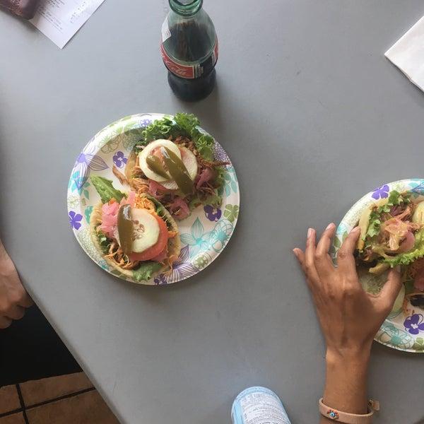 6/27/2016 tarihinde Chris A.ziyaretçi tarafından La Flor De Yucatan Catering & Bakery'de çekilen fotoğraf