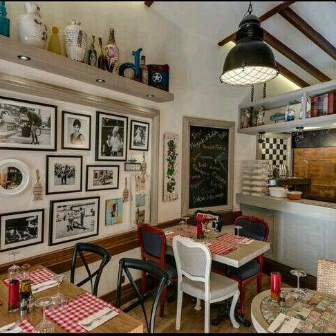 Das Foto wurde bei Il Vicino Pizzeria von Sacide 👑 am 9/18/2015 aufgenommen