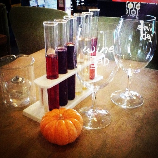 Foto diambil di Wine Lab oleh Selene S. pada 11/26/2014