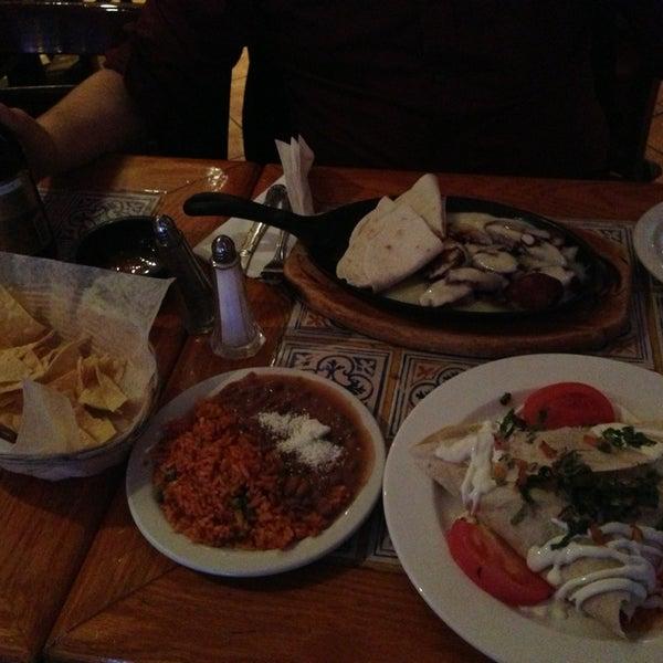 Foto scattata a Burrito Loco da Chris W. il 11/6/2013