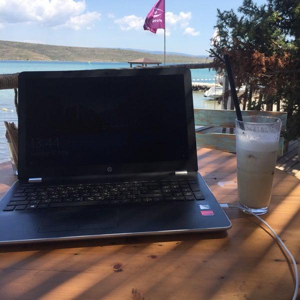 Das Foto wurde bei Alaçatı Surf Paradise Club von Fırat S. am 5/12/2019 aufgenommen
