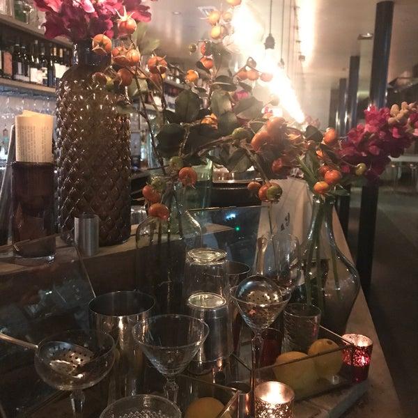 Foto tomada en The Refinery Bar por Christina P. el 1/25/2019