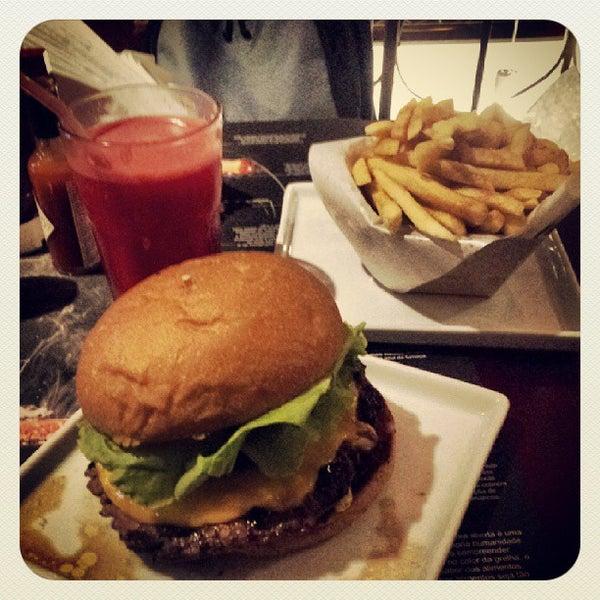 รูปภาพถ่ายที่ Paulista Burger โดย Marcos R. เมื่อ 10/4/2013