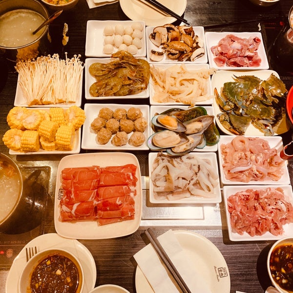 Foto diambil di 99 Favor Taste 99號餐廳 oleh iRiS H. pada 8/25/2019