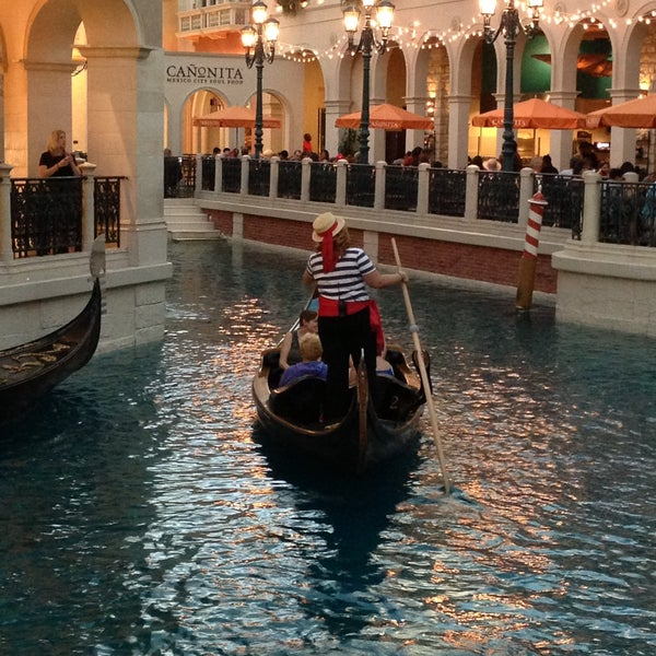 Foto tirada no(a) Venetian Resort & Casino por Maria G. em 5/12/2013