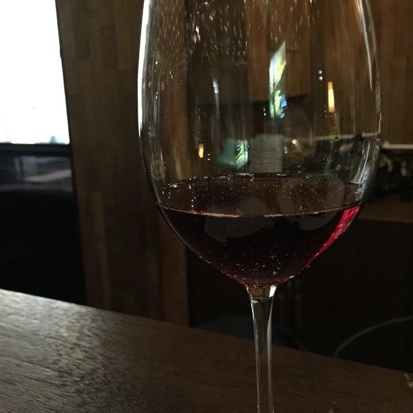 Снимок сделан в Decanter Wine House пользователем Chris W. 4/7/2016