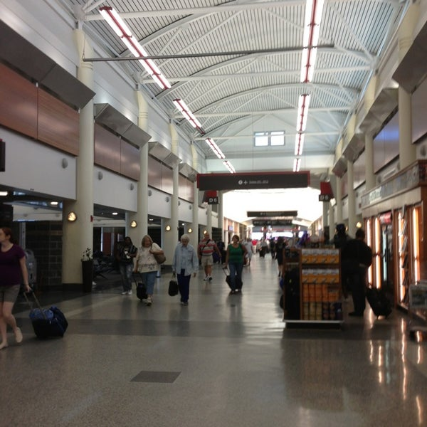 7/9/2013에 Kourtney K.님이 Louis Armstrong New Orleans International Airport (MSY)에서 찍은 사진