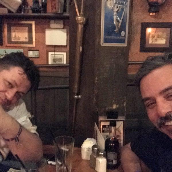 Foto scattata a McMullan's Irish Pub da Joe B. il 4/22/2018