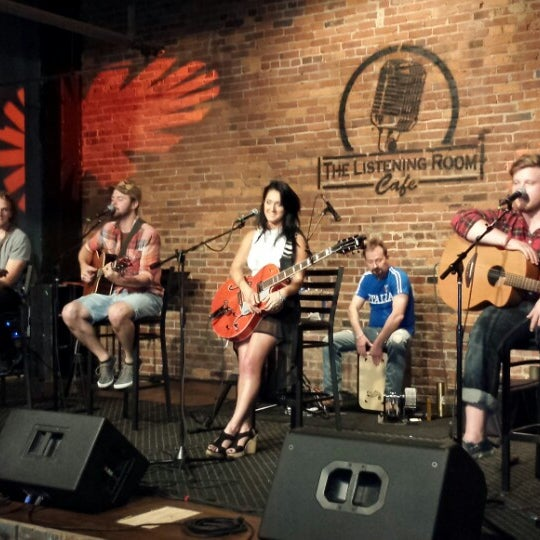 Foto scattata a The Listening Room Cafe da James R. il 6/25/2013