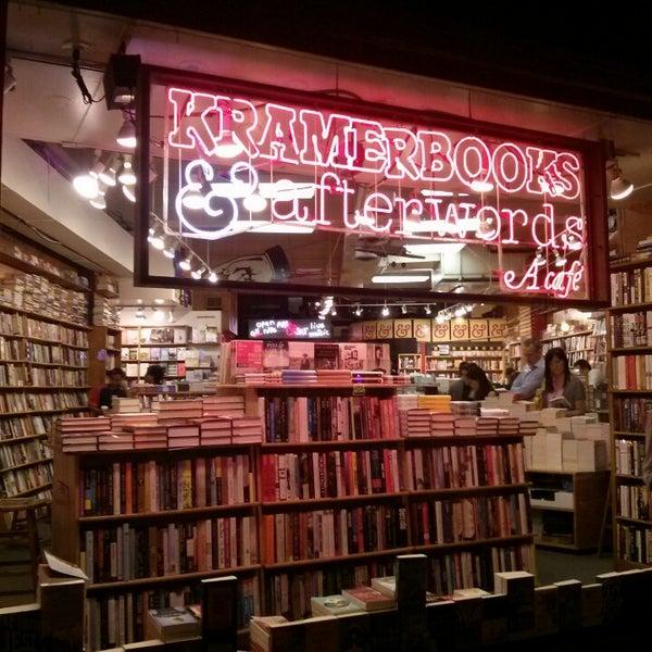 Photo prise au Kramerbooks & Afterwords Cafe par Edmond L. le8/11/2013