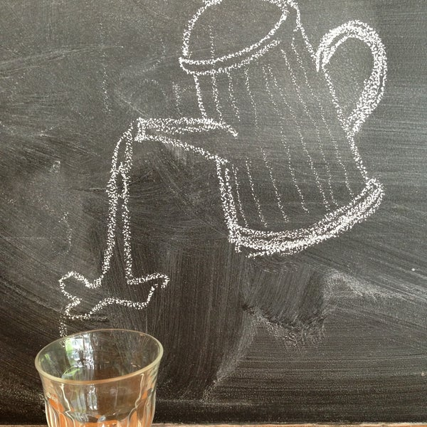 Foto tomada en Ports Coffee & Tea Co. por Oilly T. el 5/10/2013