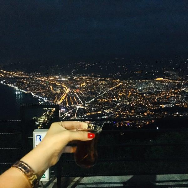 Das Foto wurde bei Tepe Restaurant von Beyza T. am 8/11/2020 aufgenommen