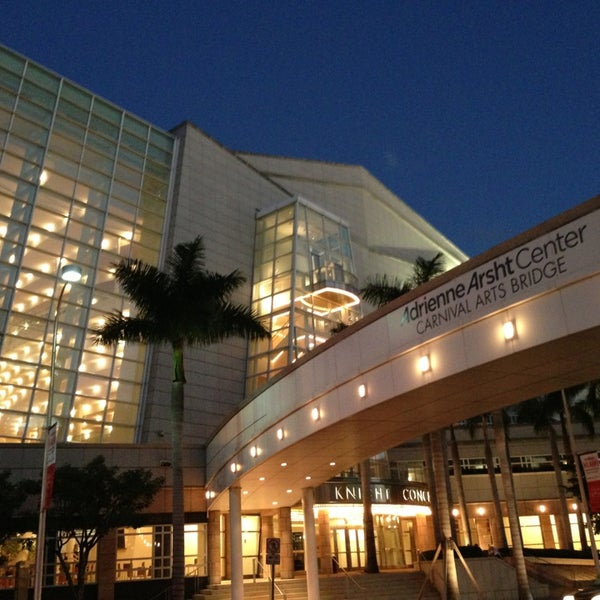 Foto diambil di Adrienne Arsht Center for the Performing Arts oleh Eric M. pada 2/2/2013